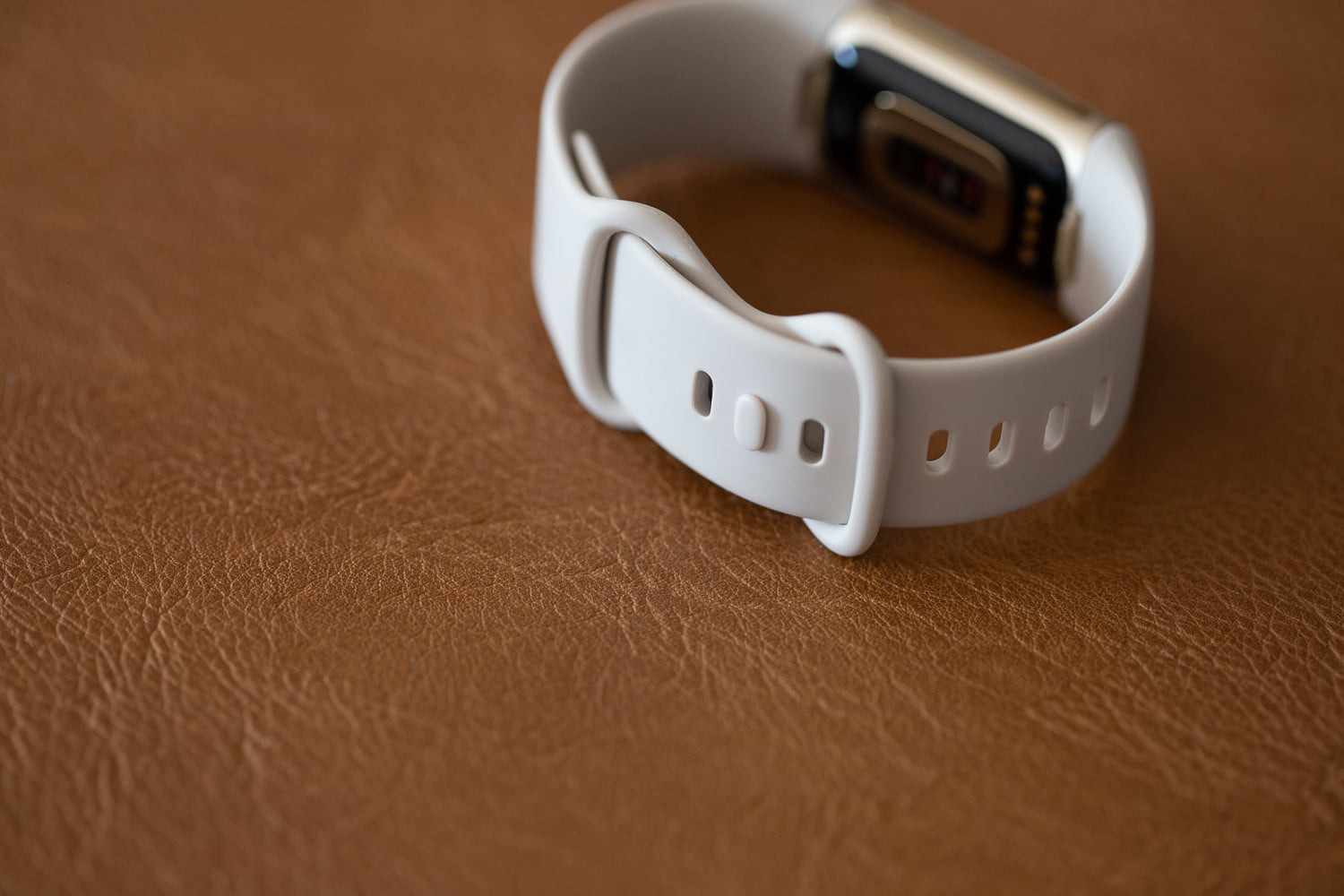 Fitbit Charge 5 infinity band closure.