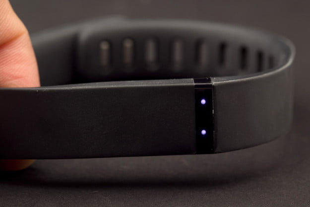 FitBit Flex review side indicator