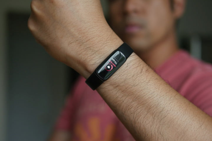 Fitbit Luxe shows your resting heart rate while worn on the wrist.