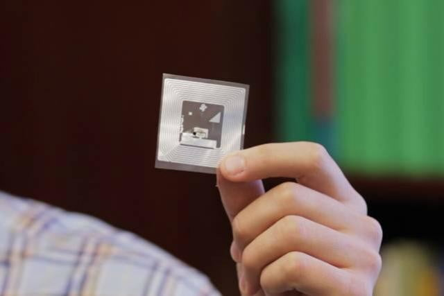 spoil sport this sensor pings your smartphone when food goes bad spoilage rfid