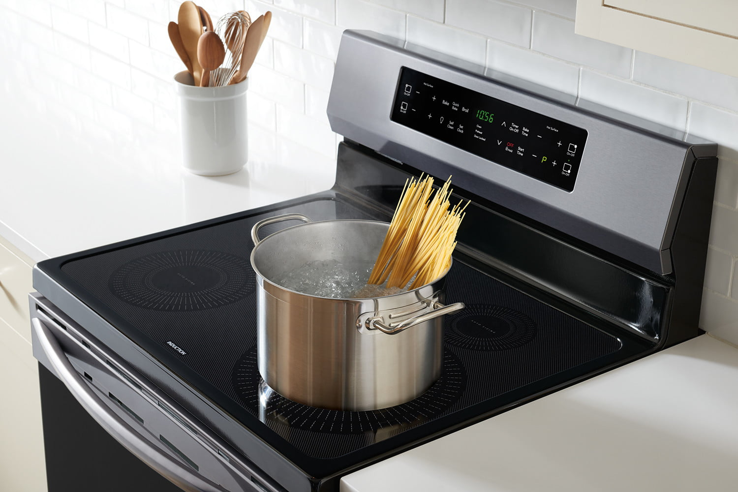 cooking on the frigidaire gallery fgif3036tf induction range self cleaning oven 4