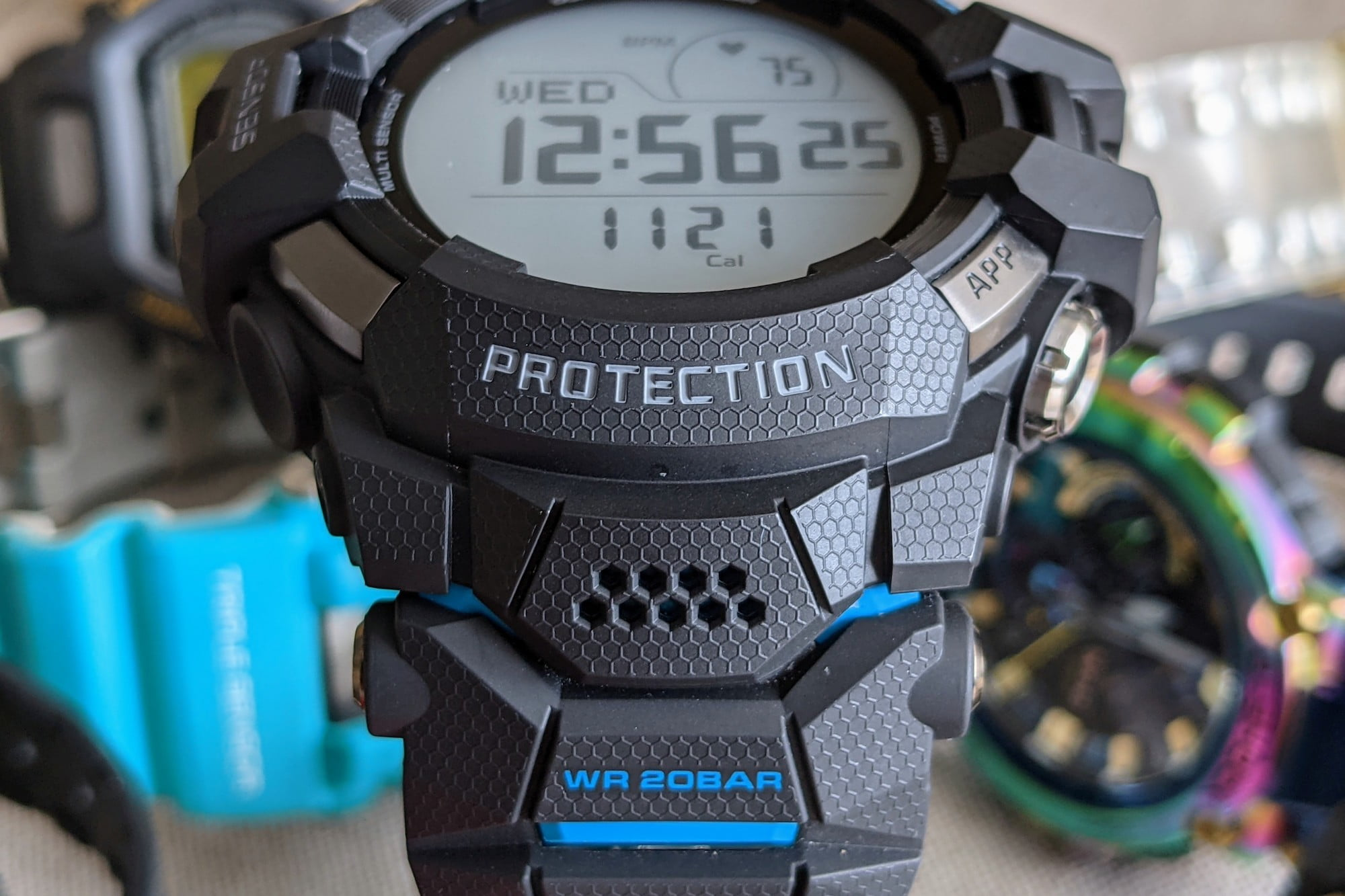 casio g shock gsw h1000 smartwatch review front pattern