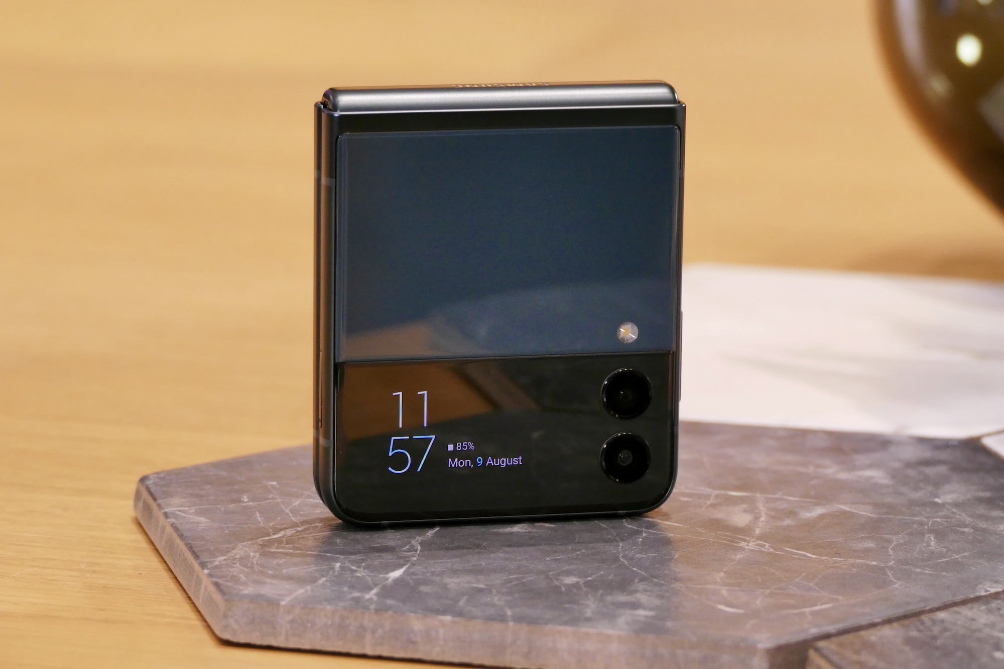 Cover screen on the Galaxy Z Flip 3.