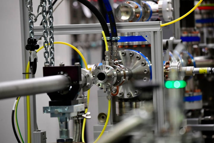 laser facts, how lasers work, laser components, what makes a laser, laser FAQ