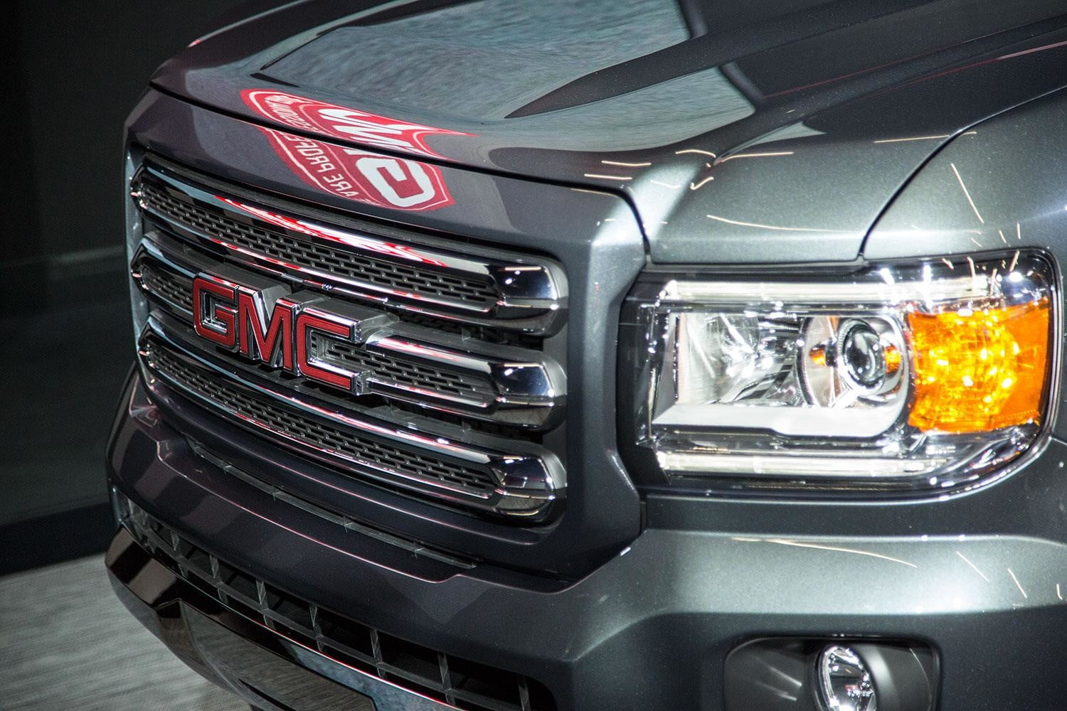 GMC-Canyon-front-grill-angle