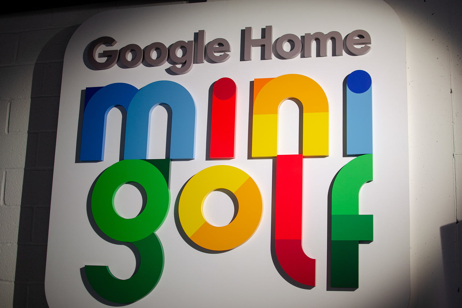 googles mini golf pop up event in nyc highlights its smart home products google sign angle