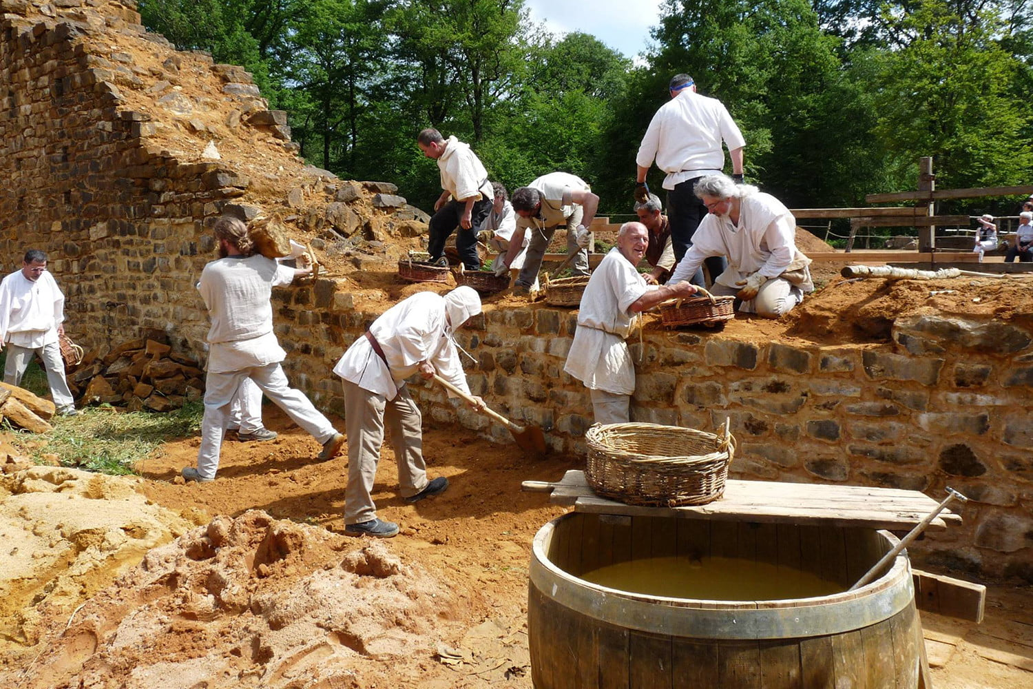 the guedelon castle is being built with 13th century techniques gu  delon 004
