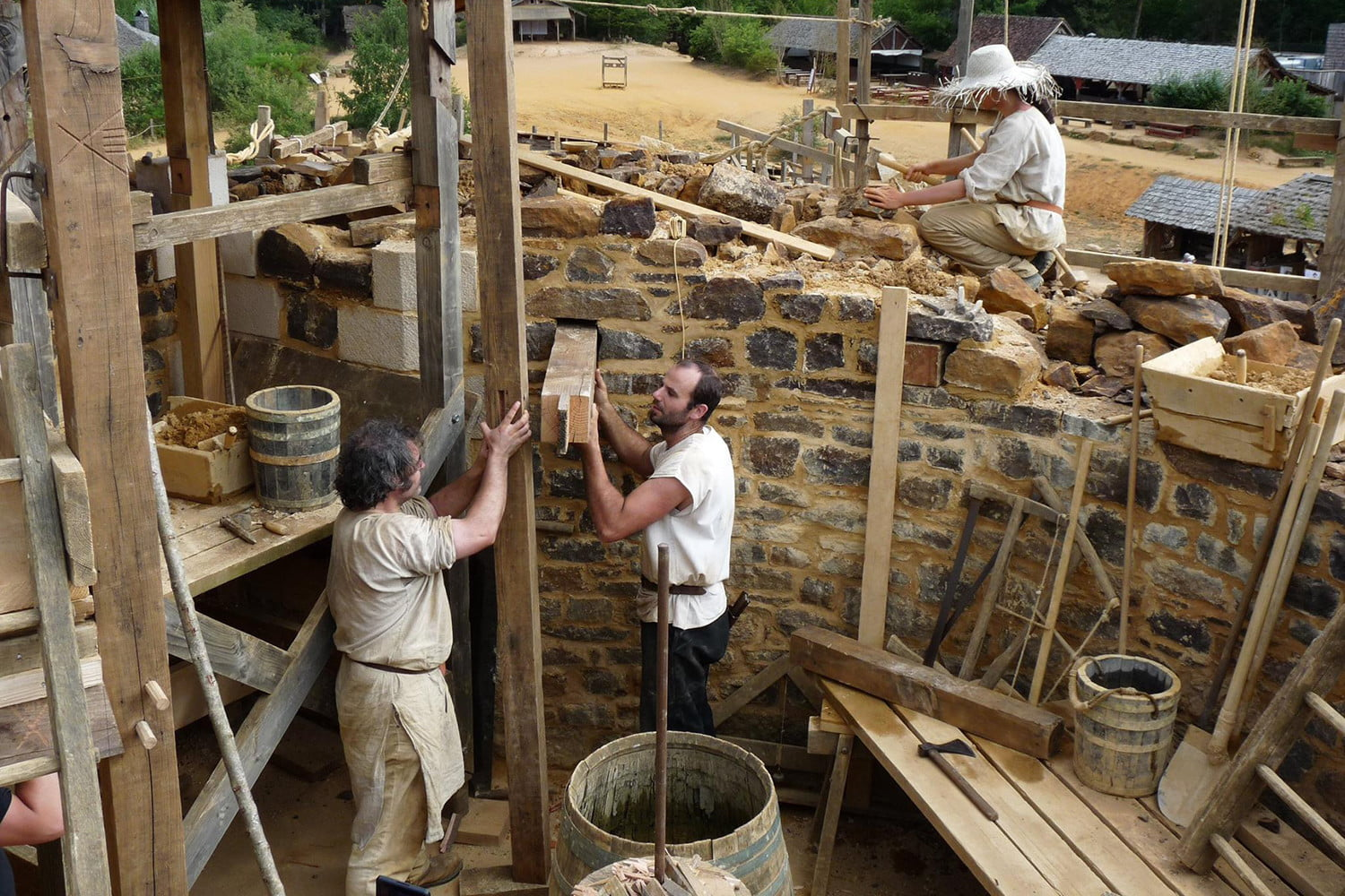 the guedelon castle is being built with 13th century techniques gu  delon 0045