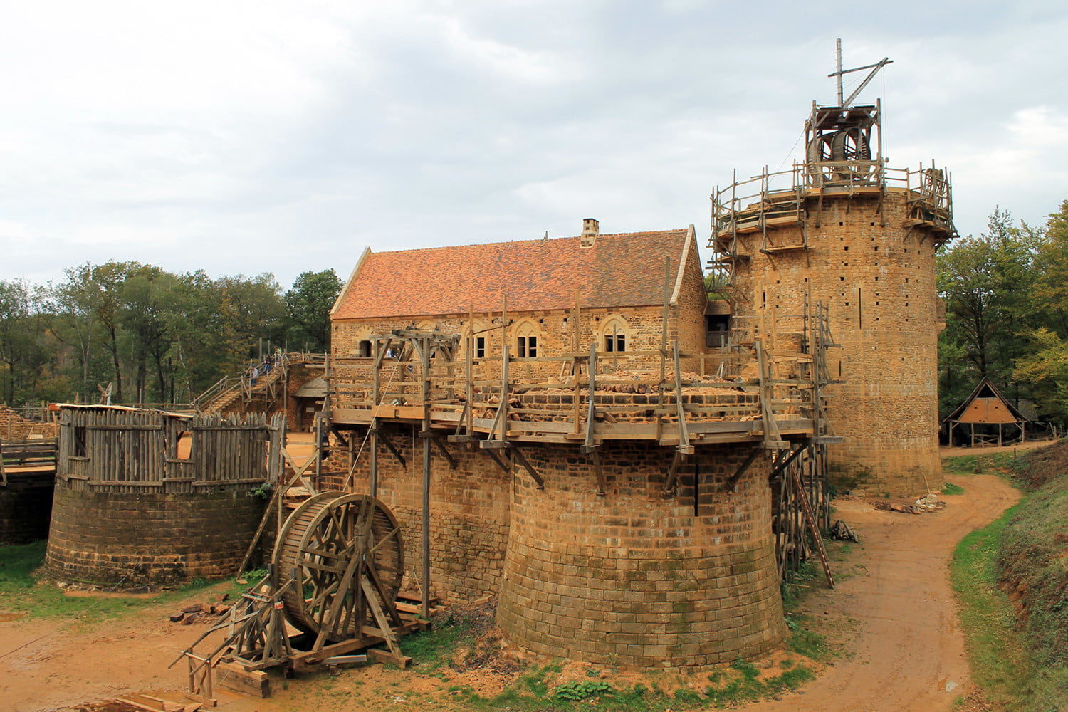 the guedelon castle is being built with 13th century techniques gu  delon 1