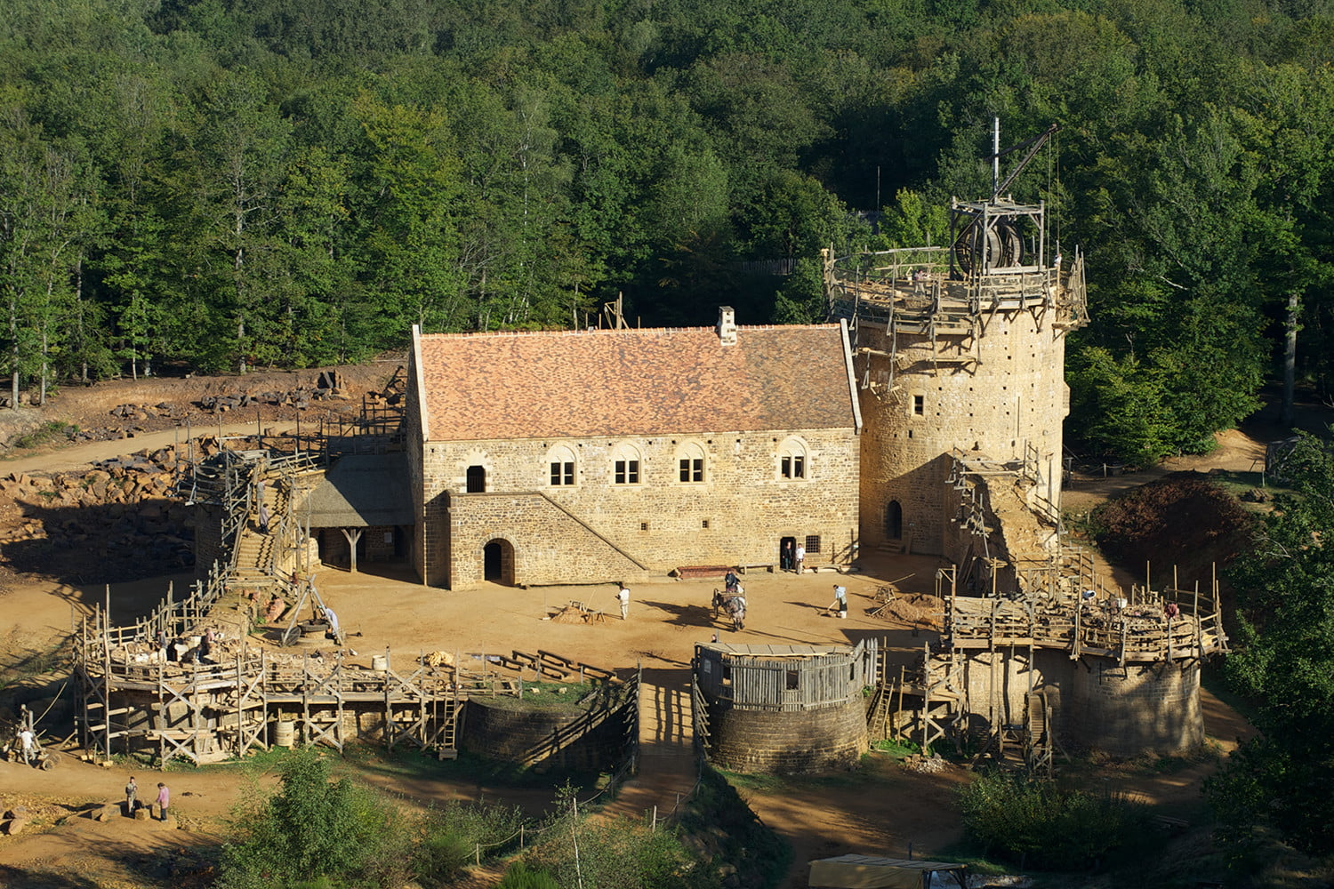 the guedelon castle is being built with 13th century techniques gu  delon3