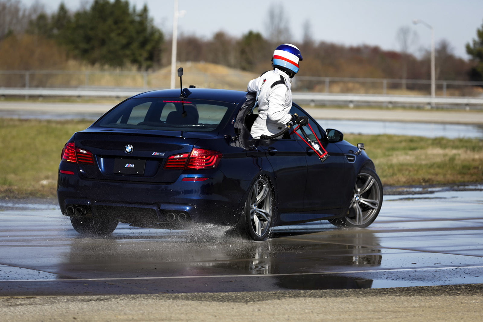 bmw sets two guinness world records drifting sideways for 2325 miles record  longest drift with 2018 m5 10