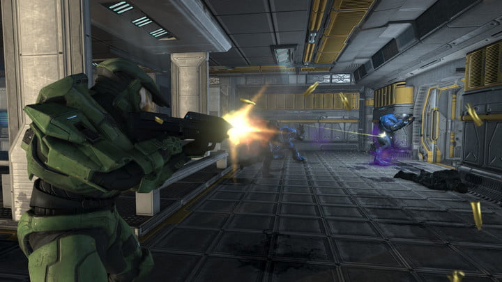 Master Chief shooting an Elite in the back.