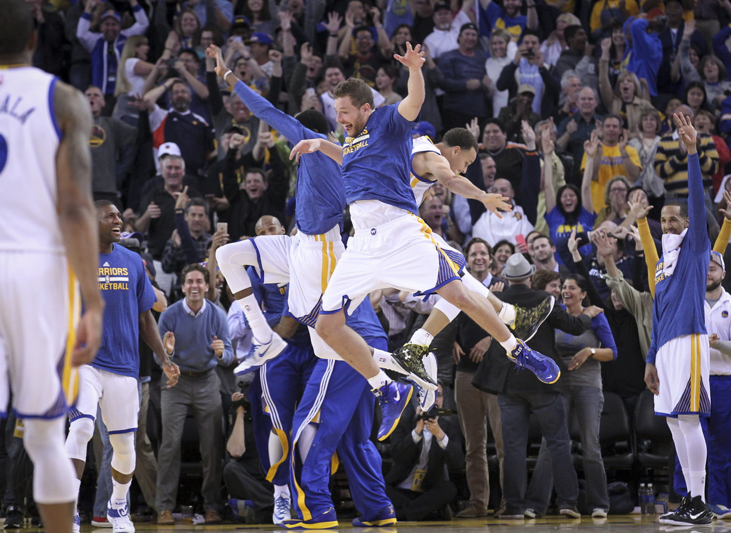 nba photographer jack arent holiday  lee and curry reacts during a timeout