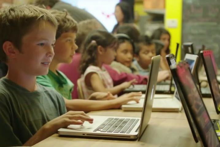 apple swift playgrounds 2016 hour of code