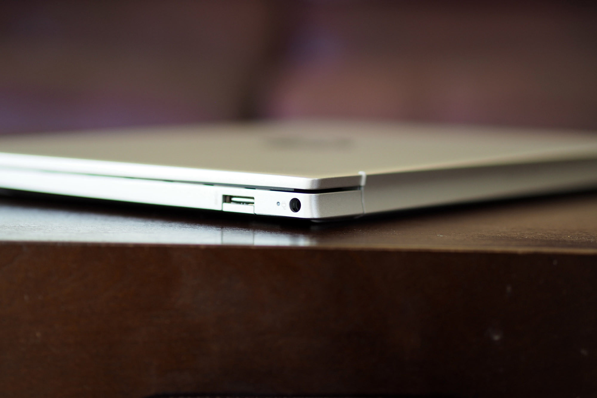 HP Pavilion Aero 13 right side view, charging port.
