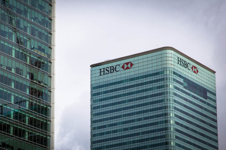 hsbc outage uk tax deadline bank headquarters hq building logo exterior 2