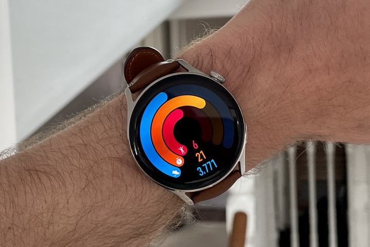 Activity tracking screen on the Huawei Watch 3