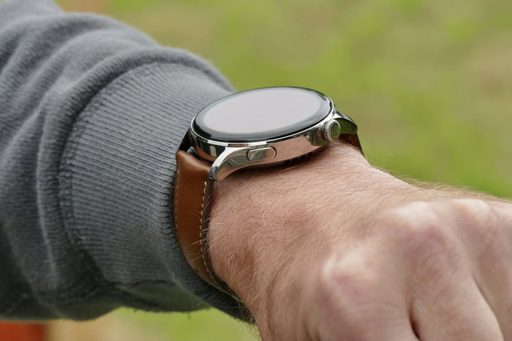Huawei Watch 3 button and crown