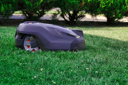 Lawn mowing robots are here, but face the same challenges as robot vacuums