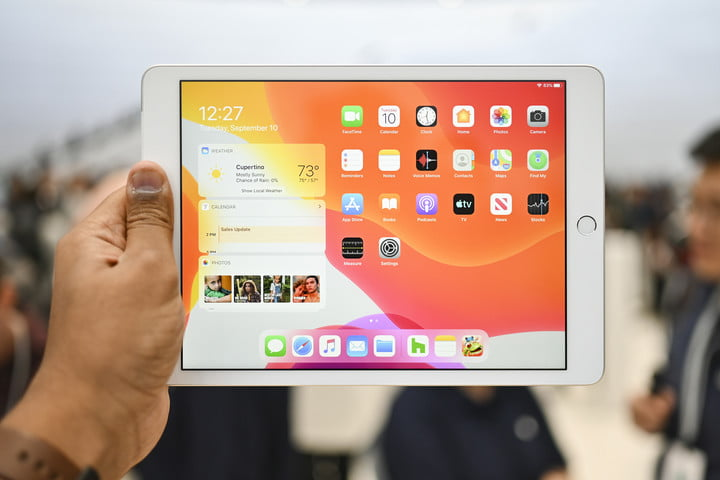 iPad 7th generation hands-on holding in horizontal mode