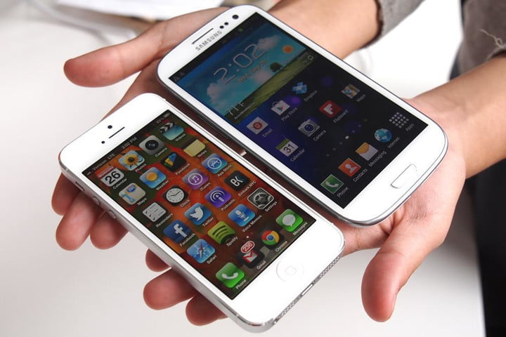 apple still bests samsung in us smartphone market iphone 5 vs galaxy s3 angle left side by