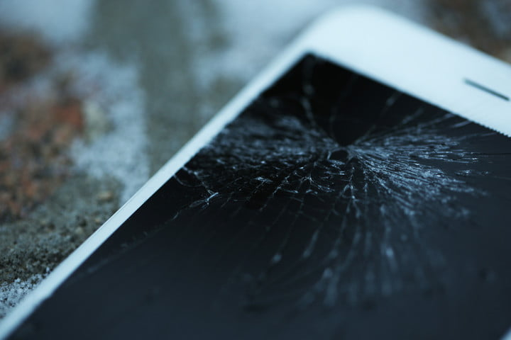 apple cracked screen patent iphone shutterstock 241344835