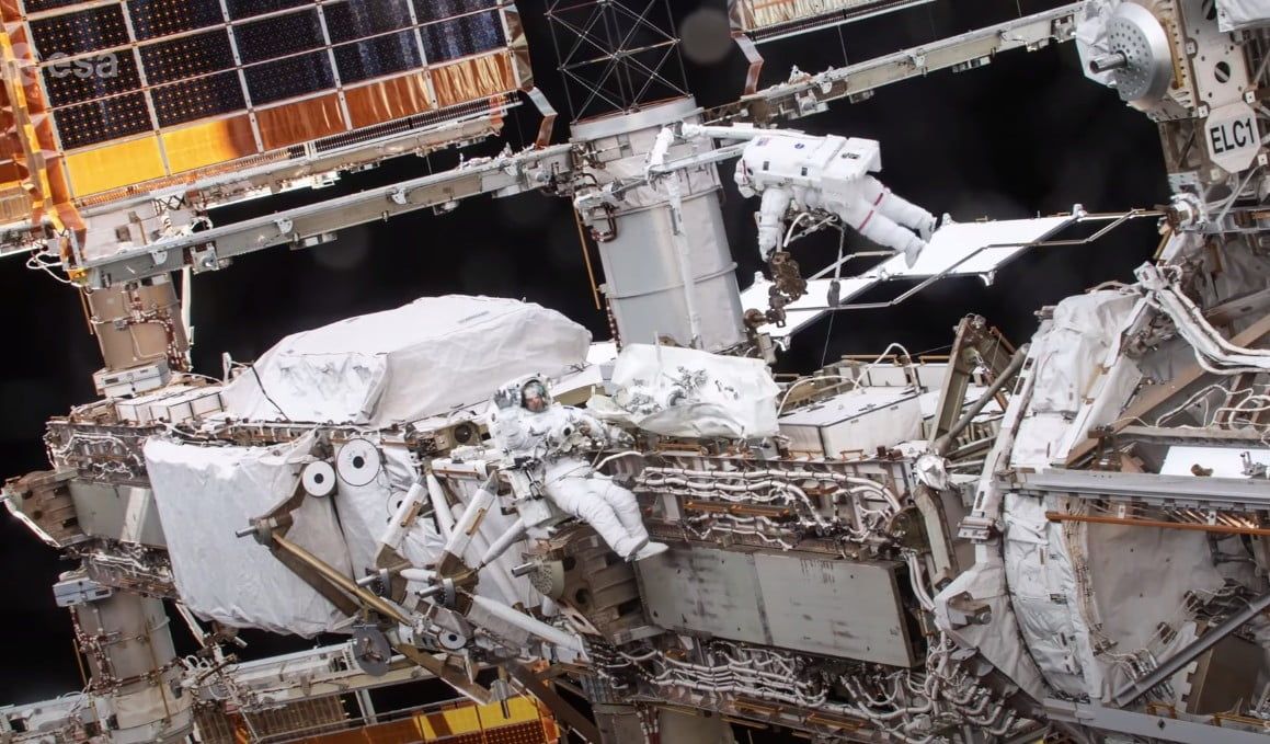 Spacewalk time-lapse reveals the fiddly work of an astronaut - Digital Trends