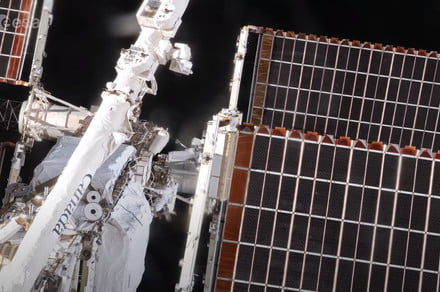 Awesome spacewalk time-lapse shows a day at the office 250 miles up