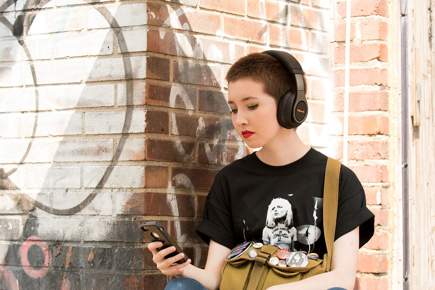 klipsch reference headphones adds new wireless models over ear bluetooth 1