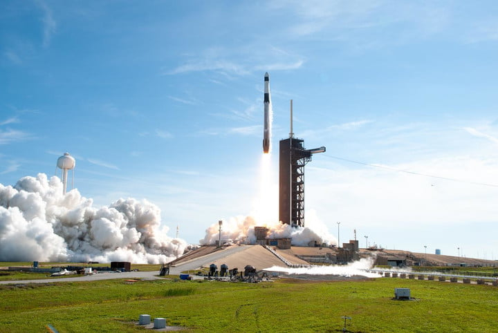 A SpaceX Falcon 9 rocket lifts off from Launch Complex 39A at Kennedy Space Center in Florida at 11:17 a.m. EST on Dec. 6, 2020, carrying the uncrewed cargo Dragon spacecraft on its journey to the International Space Station for NASA and SpaceX's 21st Commercial Resupply Services (CRS-21) mission. Dragon will deliver more than 6,400 pounds of science investigations and cargo to the orbiting laboratory. The mission marks the first launch for SpaceX under NASA's CRS-2 contract.
