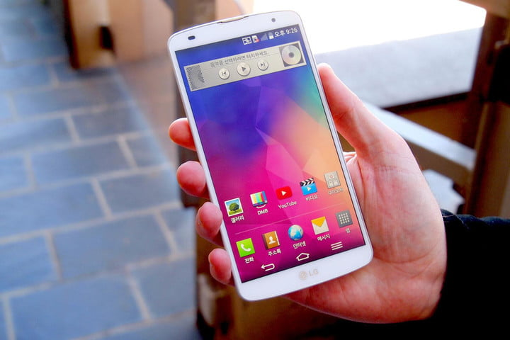 LG G Pro 2 in hand 2