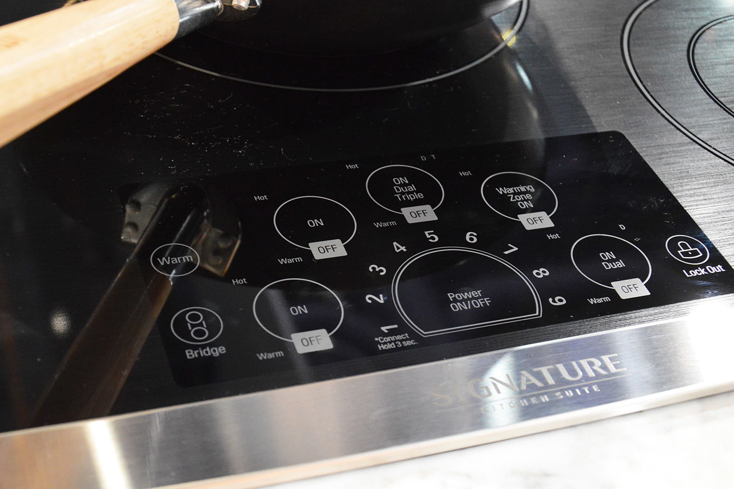 signature is a luxury smart appliance brand from lg kitchen suite electric cooktop 0376