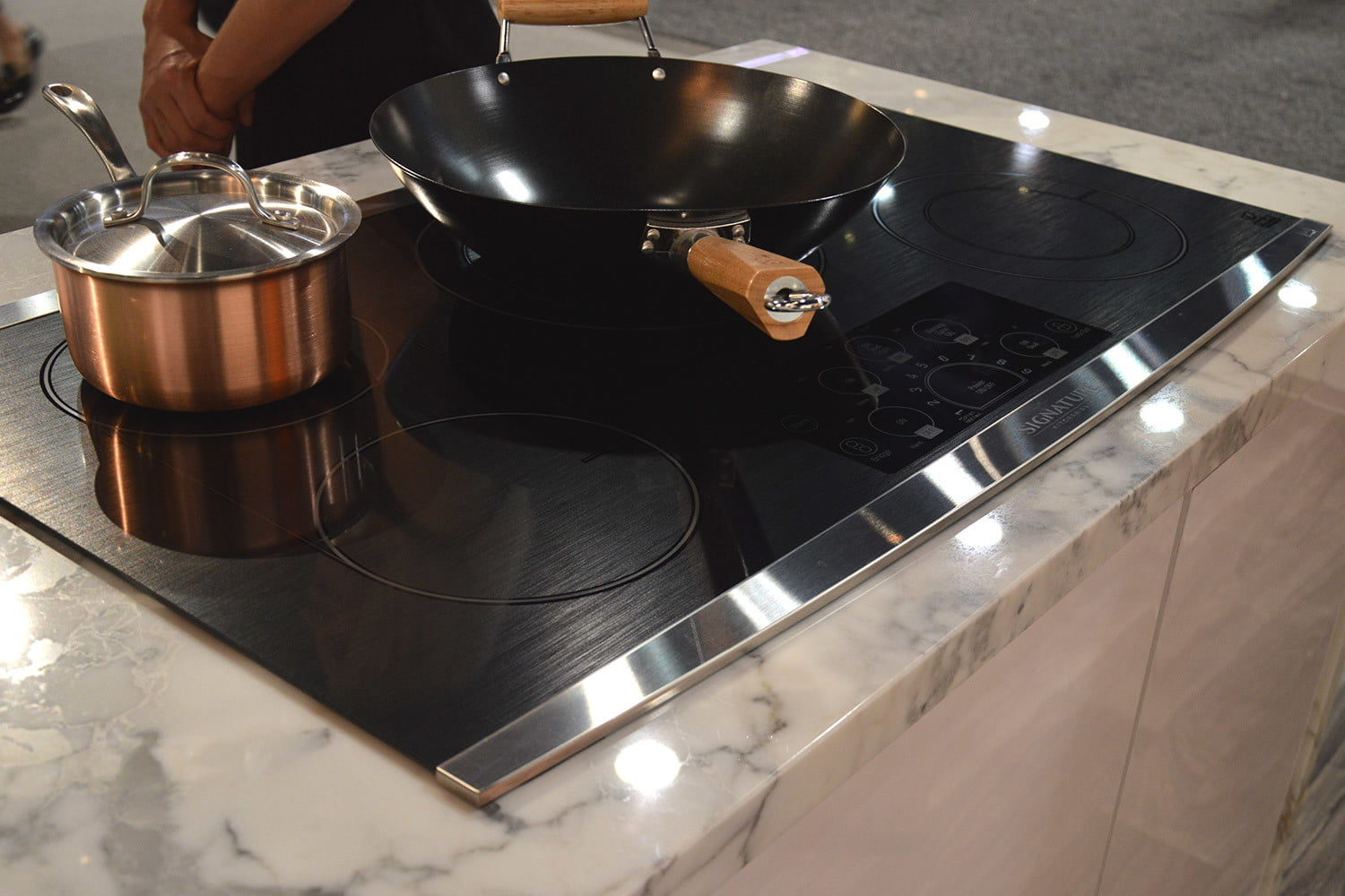 signature is a luxury smart appliance brand from lg kitchen suite electric cooktop 0377