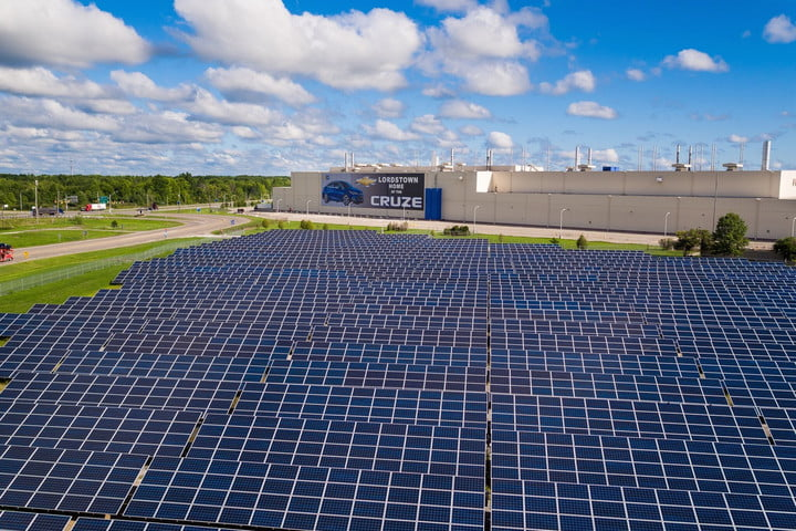 solar array at GM factory in Lordstown, Ohio