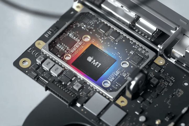 The Apple M1 chip sitting on a circuitboard.