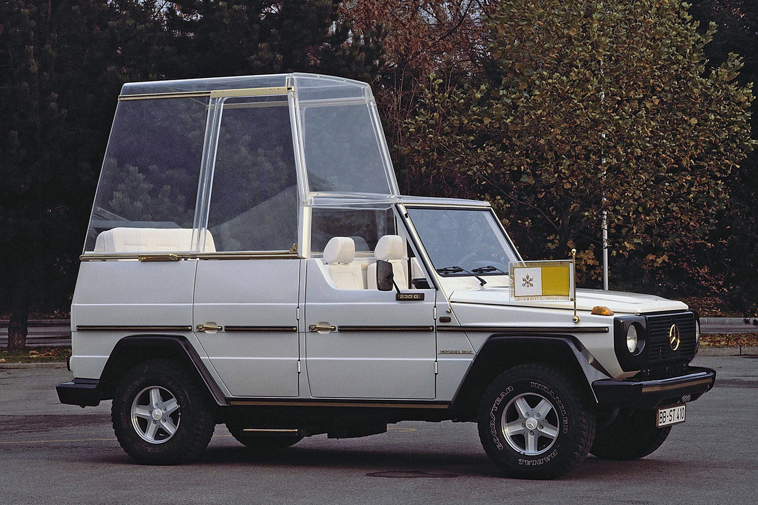 10 sweet popemobiles that will make you wish held the keys of heaven mercedes benz 230 g popemobile  1980 814732
