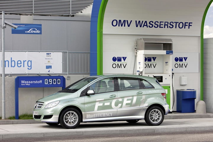 daimler goes big on h2 plans to bring 400 hydrogen filing stations german in the next decade mercedes f cell