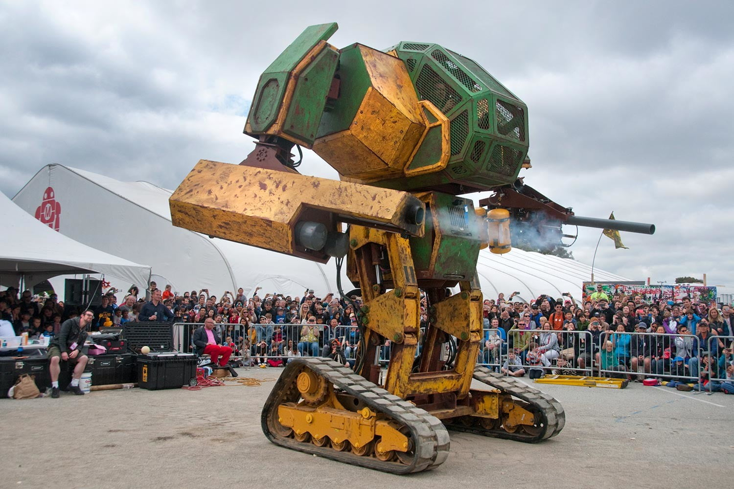 usa and japan are having a giant robot duel mkii at maker faire