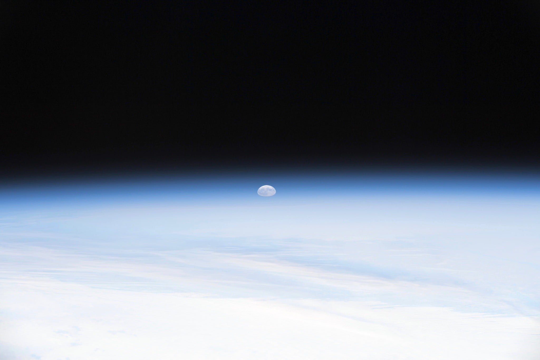 astronaut captures stunning moonrise from space station 2