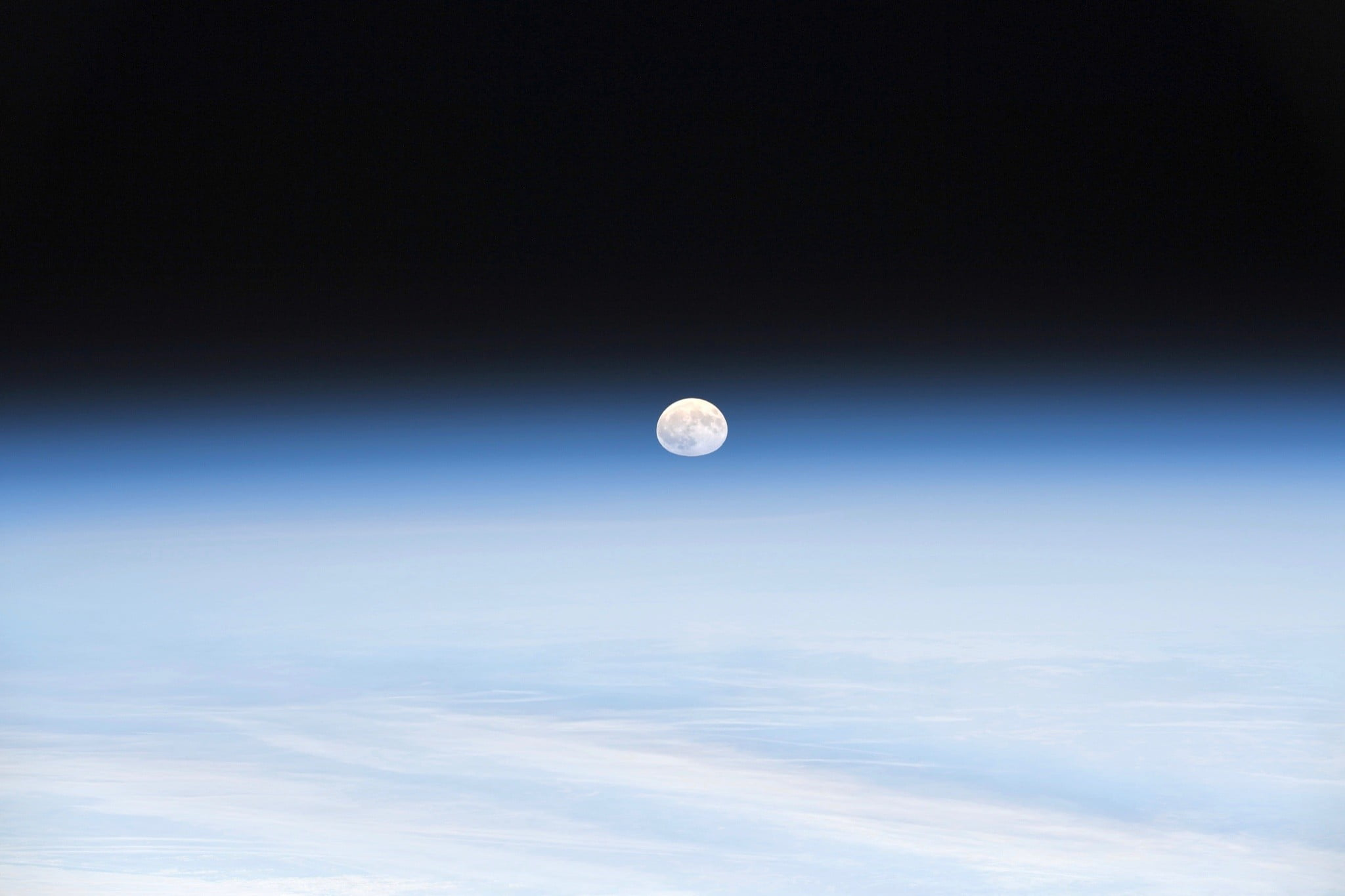 astronaut captures stunning moonrise from space station 3