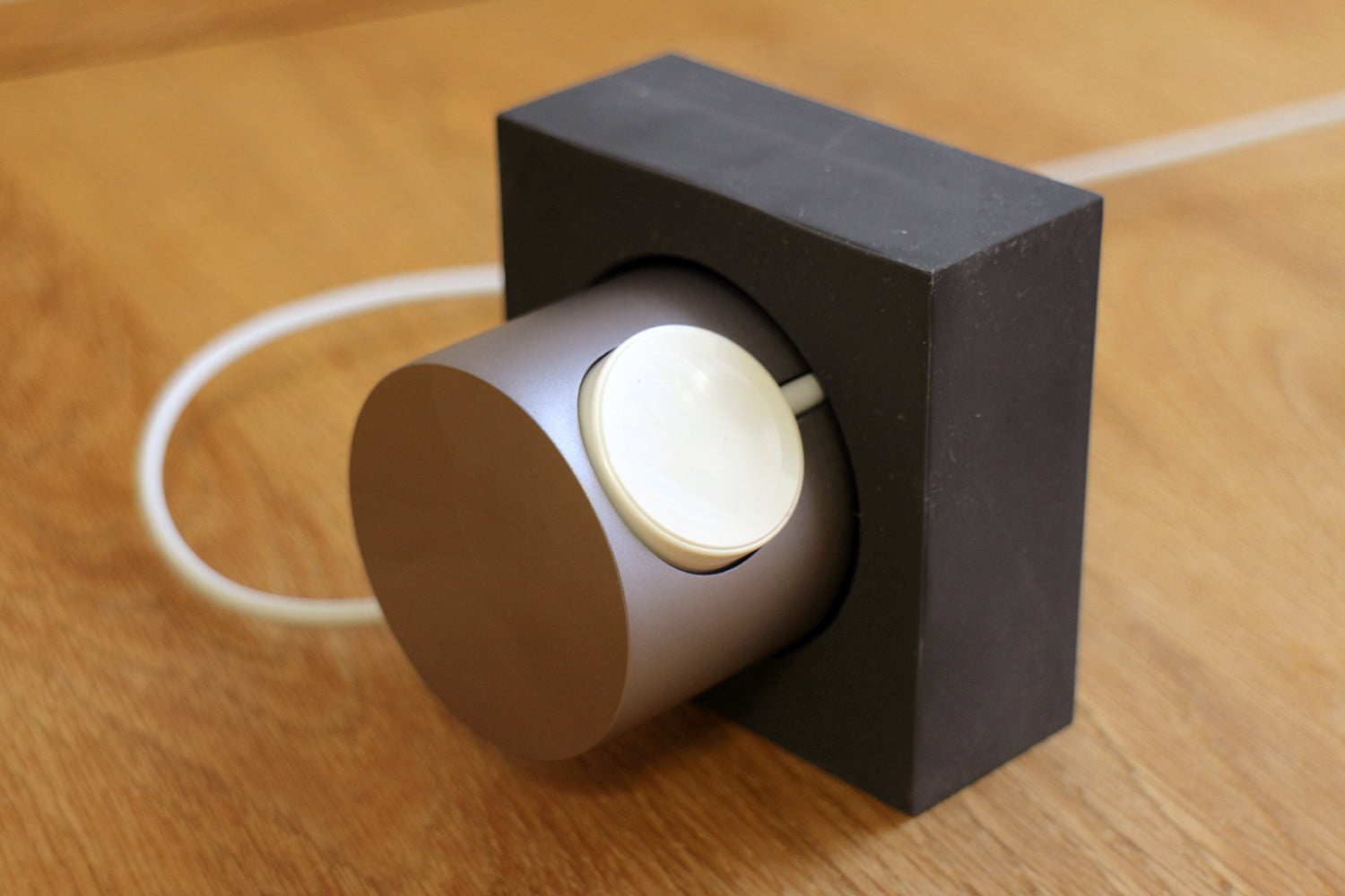 hands on native union dock for the apple watch 0005