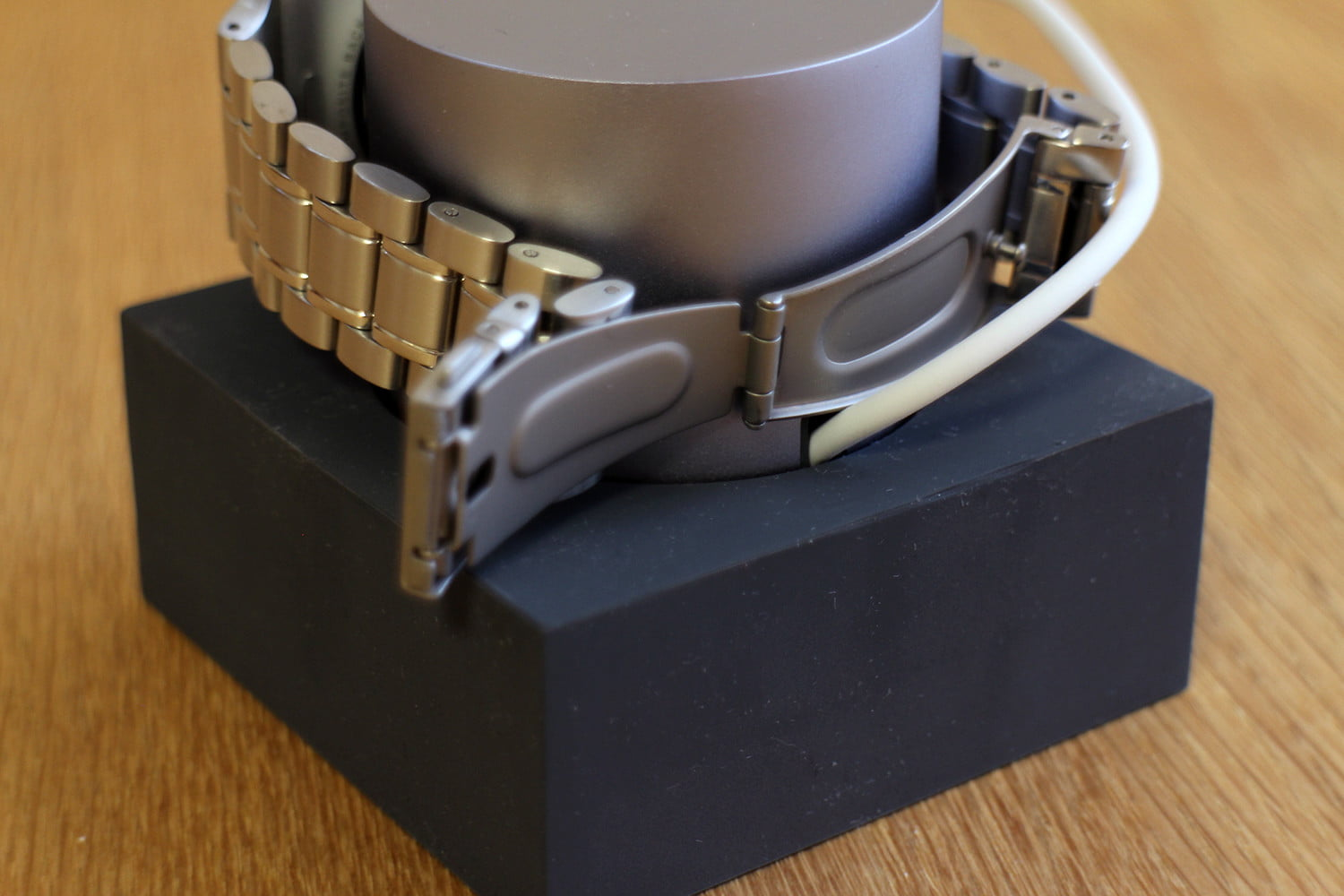 hands on native union dock for the apple watch 0007