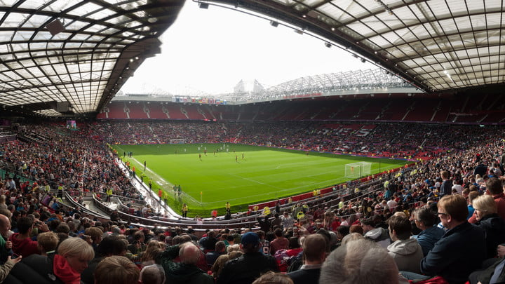 fake smartphone bomb chaos manchester football match news old trafford ground