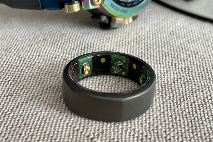 The Oura Ring's sensors.
