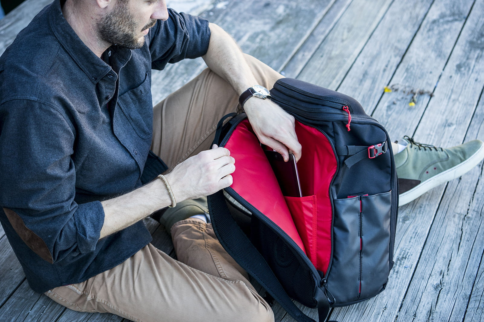 volatic array offgrid padded tablet laptop sleeve