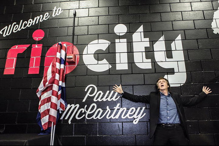 even at 73 paul mccartney in concert will blow your mind pdx main