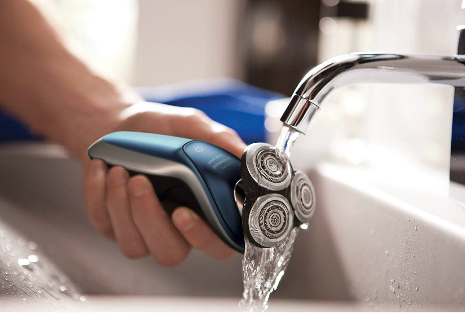 amazon trims philips norelco 8900 wet and dry electric shaver with smartclean  edition s8950 90 04
