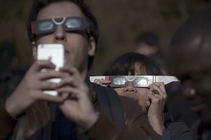 How To Photograph An Eclipse With A Smartphone