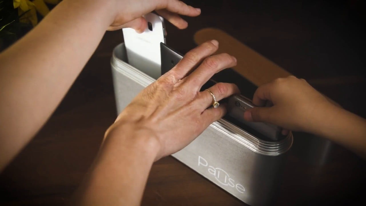 pause container blocks cell phone signals box will block all to your smartphone