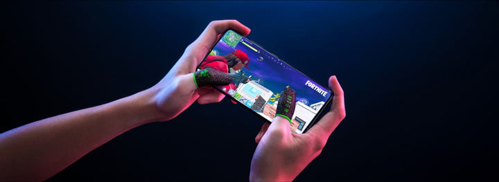 Gamer playing Fortnite on mobile with the Razer Gaming Finger Sleeves